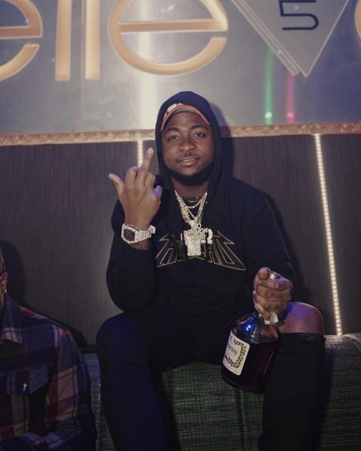 Davido and his team accused of stealing perfume from a shop in the UK.