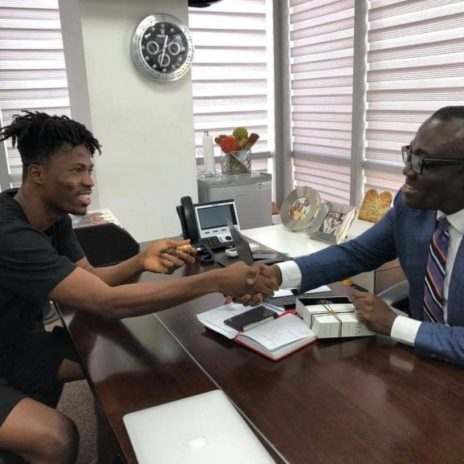 Bola Ray Gifts Kwesi Arthur an Expensive Gold Wrist Watch.