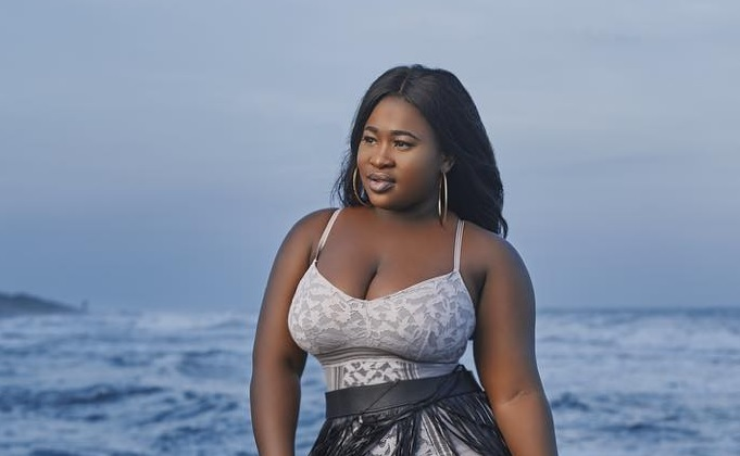 Watch Sista Afia' crazy reactions when Sarkodie replied her messages for the first time