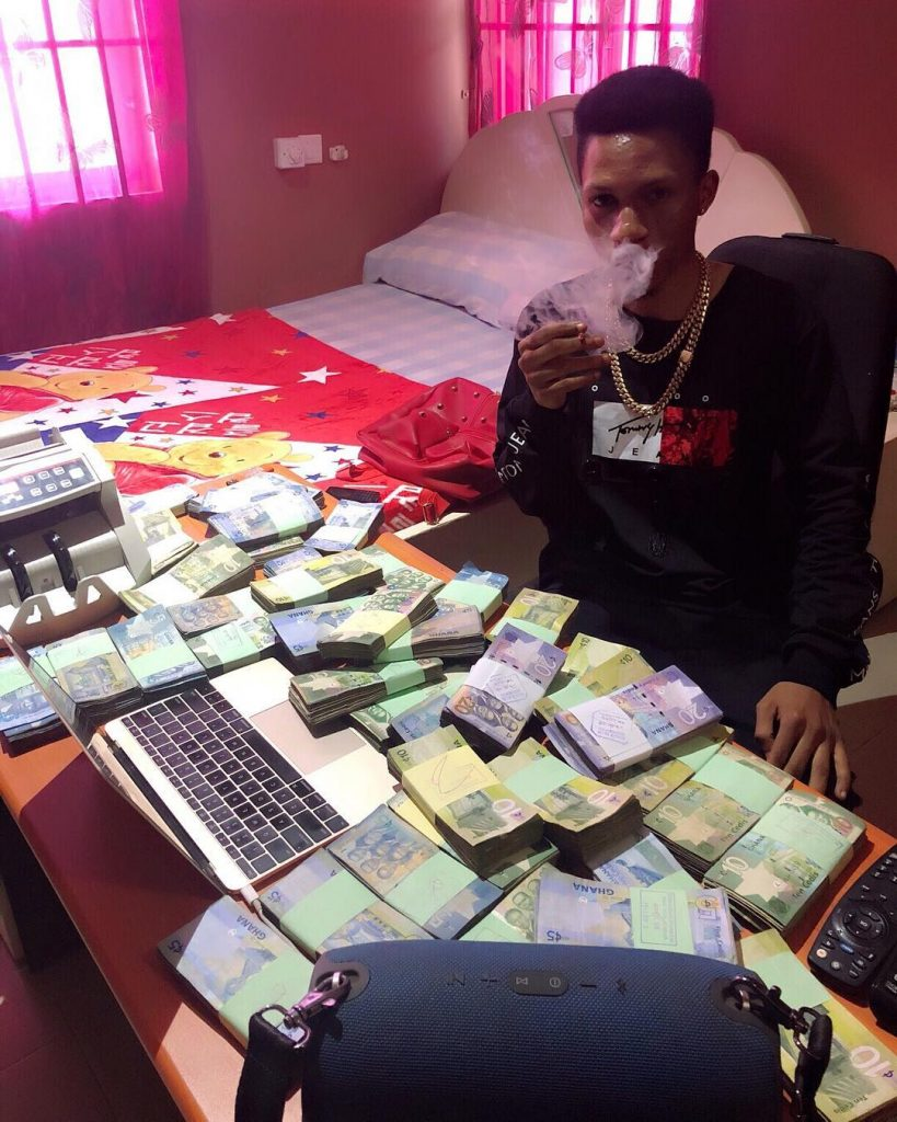 Sakawa Boy who splashed money at west hills mall, burns dollars in a video